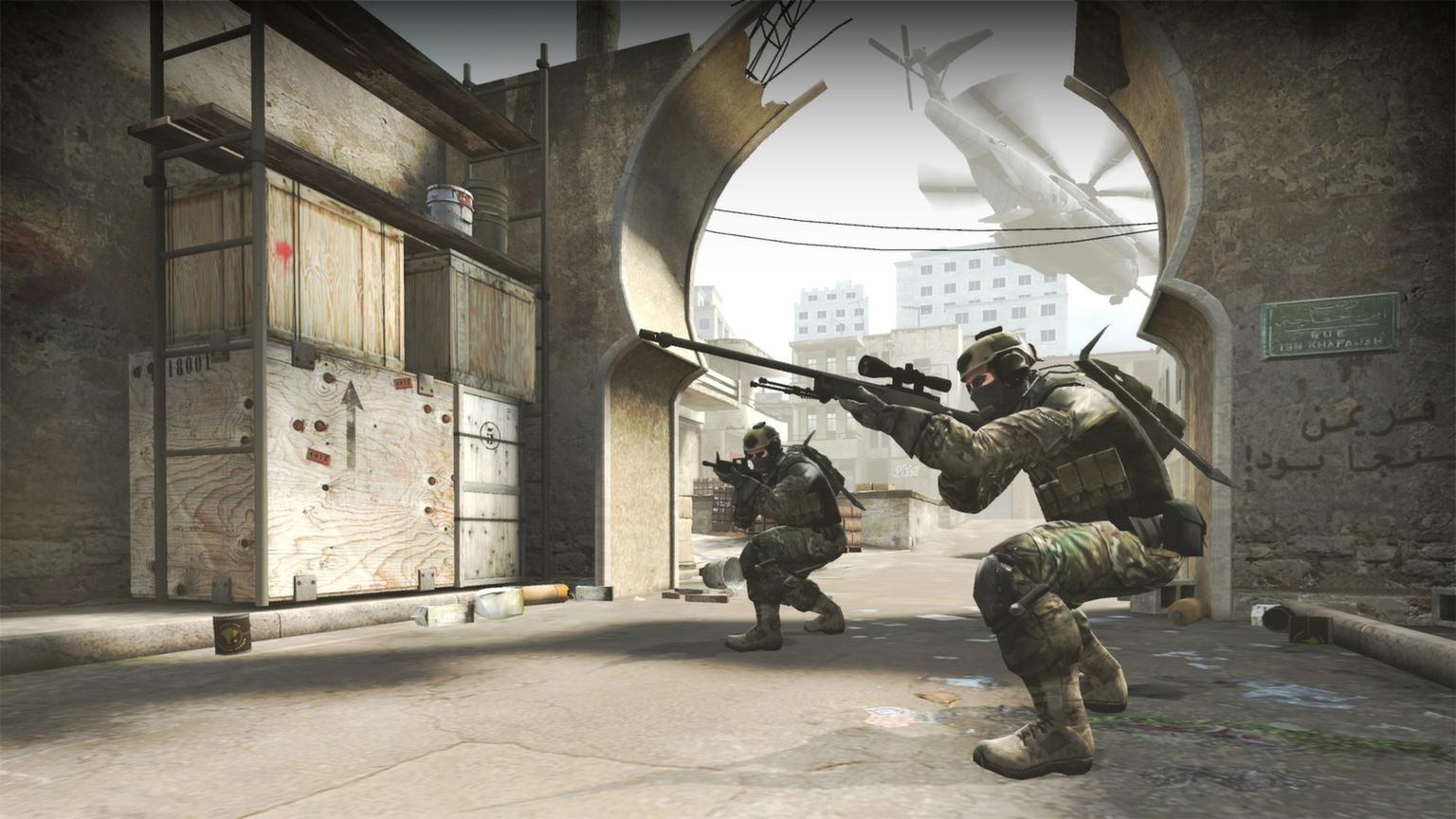 imagen de dos personajes antiterroristas de Counter-Strike Global Offensive en un mapa del juego